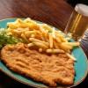 cotoletta alla milanese con patate fritte e birra